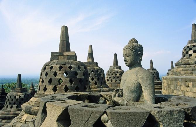 Faragott kövek óriási halmaza – Borobudur