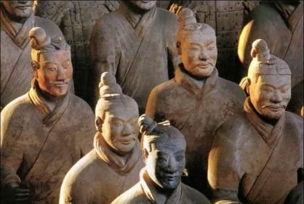 Csin tigrisének védelmezői –  Az agyaghadsereg és a kínai Nagy Fal